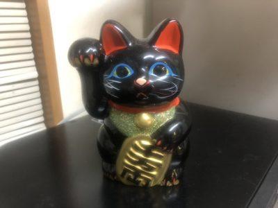 左手上げの黒い招き猫
