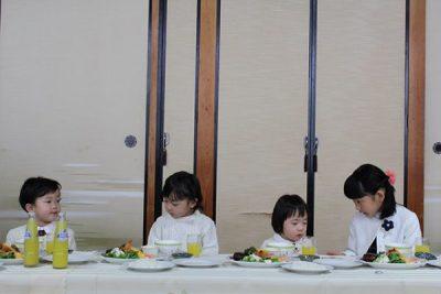 娘たちと姪っ子(全員白い服)