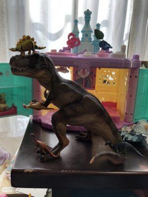 表現1:メルヘンな恐竜ワールド
