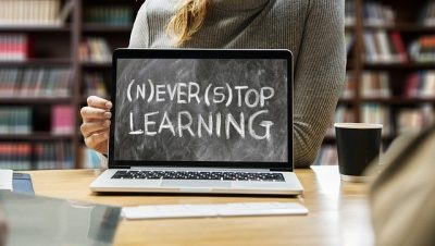 NEVER STOP LEARNING / EVER TOP LEARNING(Gerd AltmannによるPixabayからの画像)