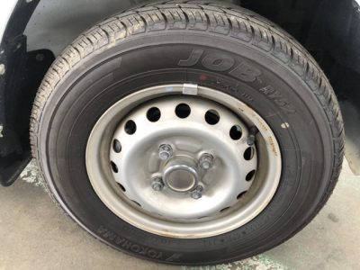タイヤ右前