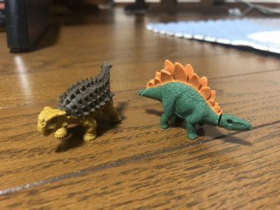 アンキロサウルスとステゴサウルス